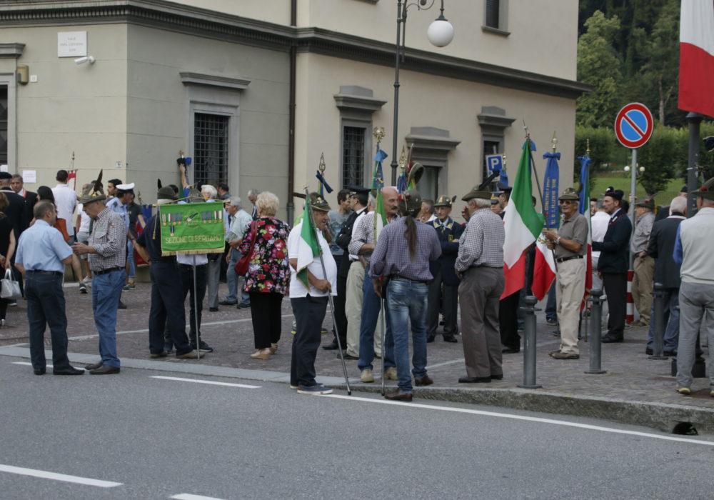 Ritrovo davanti al municipio