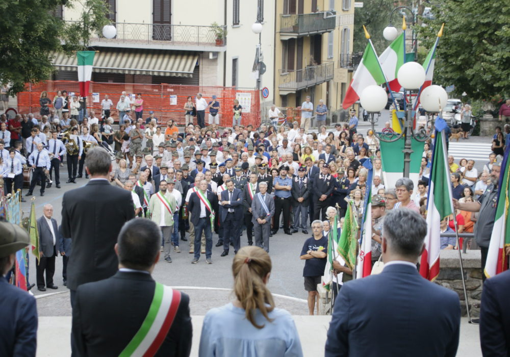 Folla presente all'inaugurazione